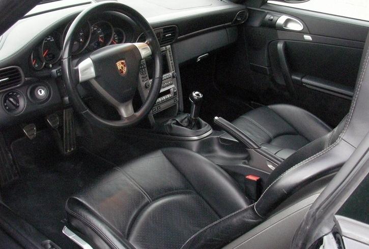 Occasion porsche 911 carrera type 997 noir chez flat 69 for Interieur 911 sc