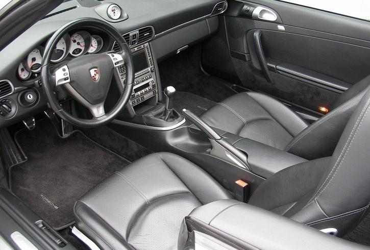 Occasion porsche 911 carrera s cabriolet type 997 gris for Interieur 911 sc