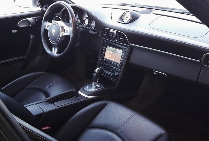 Occasion porsche 911 carrera 4s type 997 argent gt chez for Interieur 997